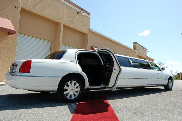8 Person Lincoln Stretch Limo Arlington